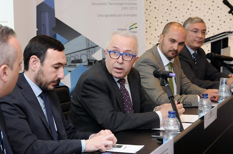 Fernando López Gil, en una comparecencia junto al consejero de Economía, José Sánchez Maldonado. Foto: JA