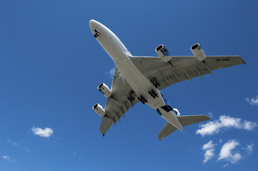 El A350 XWB en pleno vuelo, Airbus participa en la construcción de una de las aeronaves más innovadoras del grupo aeronáutico europeo. Foto Airbus