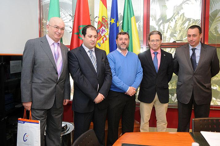 La delegación marroquí, encabezada por Mohamed Ben Issa, vicepresidente de la Cámara de Comercio, Industria y Servicios de Tetuán (CCIST), es recibido por el alcalde de El Puerto y por el delegado de Fomento.