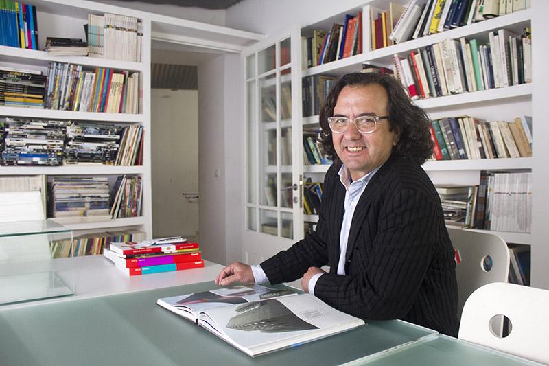 Ramón González de la Peña en su despacho de Jerez. Foto JC Sánchez