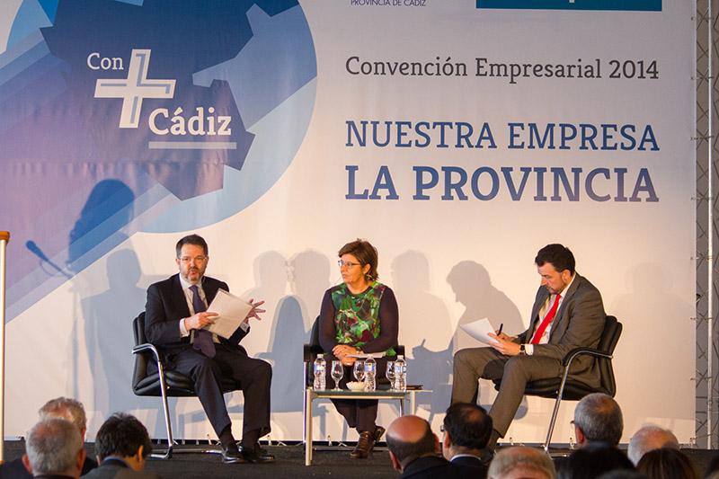 Bieito Rubido, director de ABC, la periodista María Escario y el dircom de FCC, José Manuel Velasco. Foto JC Sánchez