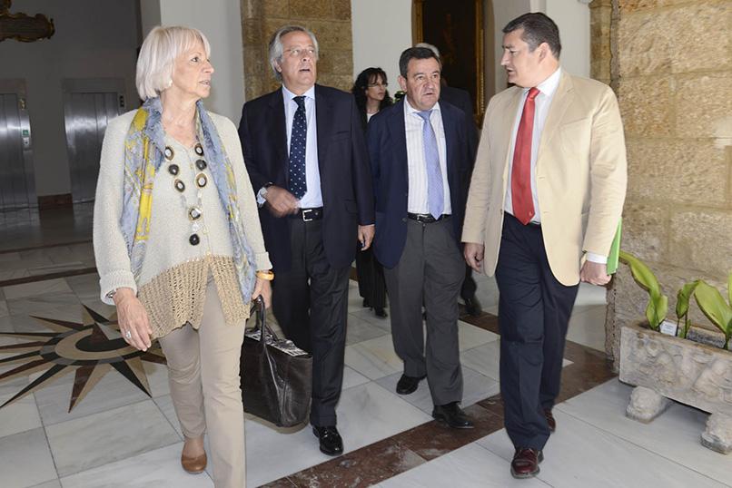 Dirigentes y cargos del PP con el presidente de la SEPI. Foto: EI