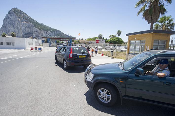 Vehículos, a la entrada al Peñón, en una imagen reciente. Foto: Infogibraltar/Marcos Moreno