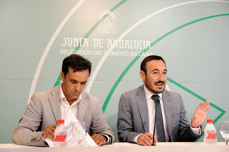 El delegado del Gobierno, Fernando López Gil (derecha) Foto: JA
