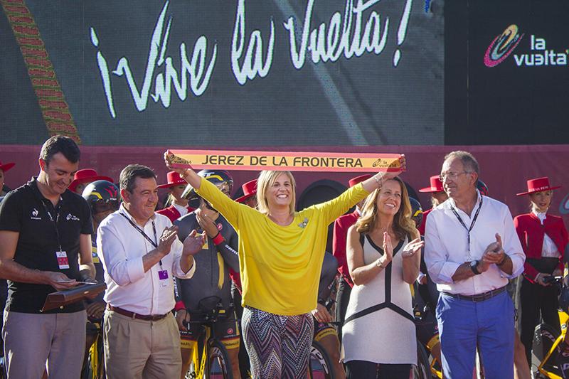 La alcaldesa Pelayo en el comienzo de La Vuelta