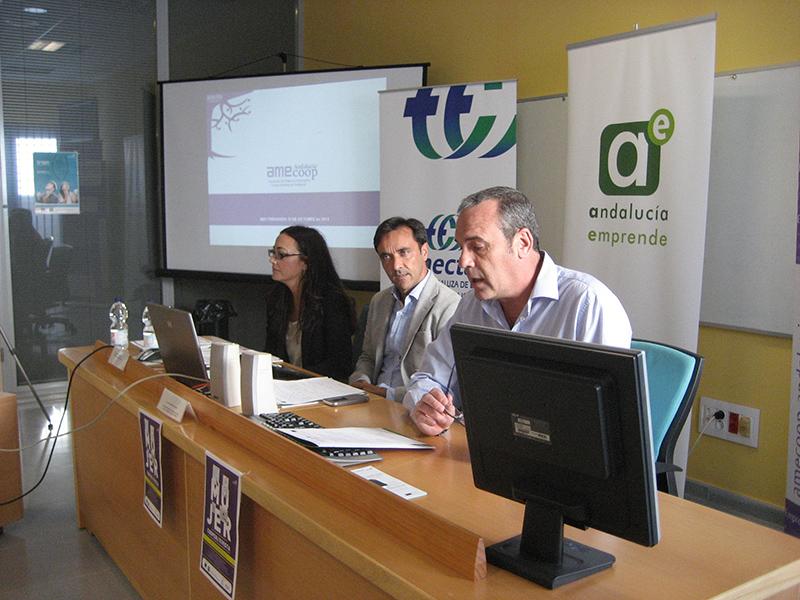 Martínez, Miranda y Aznar, en San Fernando. Foto: J.A.