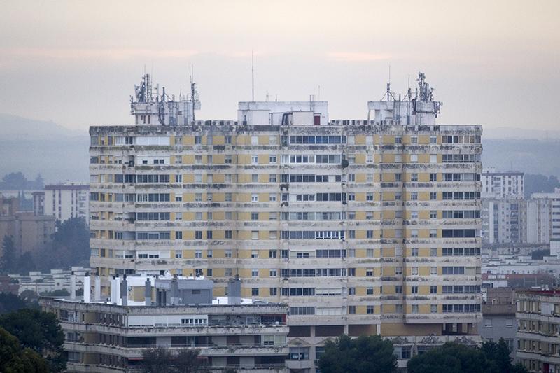 Antenas y repetidores en el ediificio Jerez 74. Foto: JC Sánchez