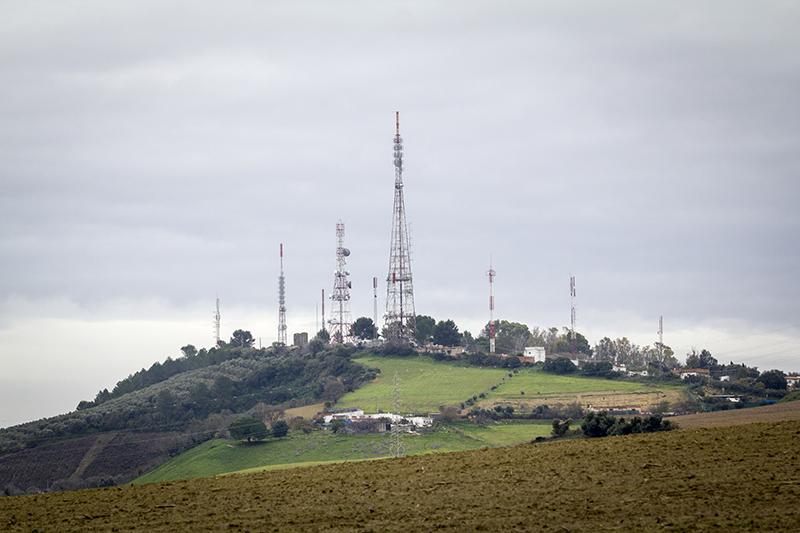 Torres de comunicaciones en la Sierra de San Cristóbal, entre Jerez y El Puerto. Foto: JC Sánchez