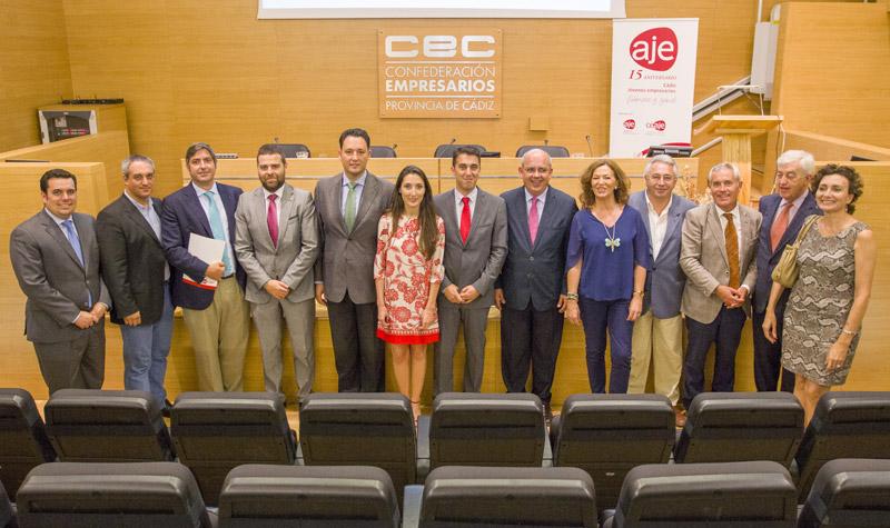 Belgrano, con varios asistentes que acudieron a su nombramiento como presidente de AJE.. Foto: JC Sánchez