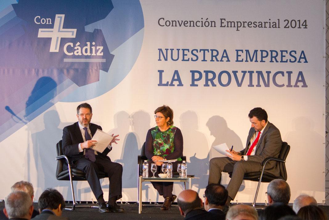 Bieito Rubido, director de ABC, la periodista María Escario y el ex dircom de FCC, José Manuel Velasco